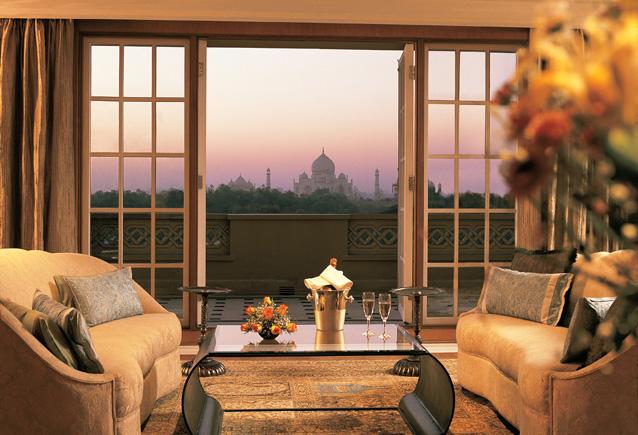 The-Oberoi-Amarvilas-Kohinoor-Suite-Living-Room