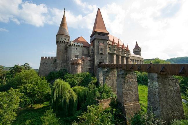 castelul-de-la-hunedoara